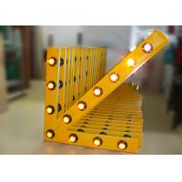 China Solar Arrow Board Aluminum Traffic Arrow Sign With 13 Pcs Warning Lamps of High Intensity wholesale