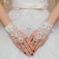 China LZP068 Flower Sequin Short Wedding Gloves Lace Bridal Gloves wholesale