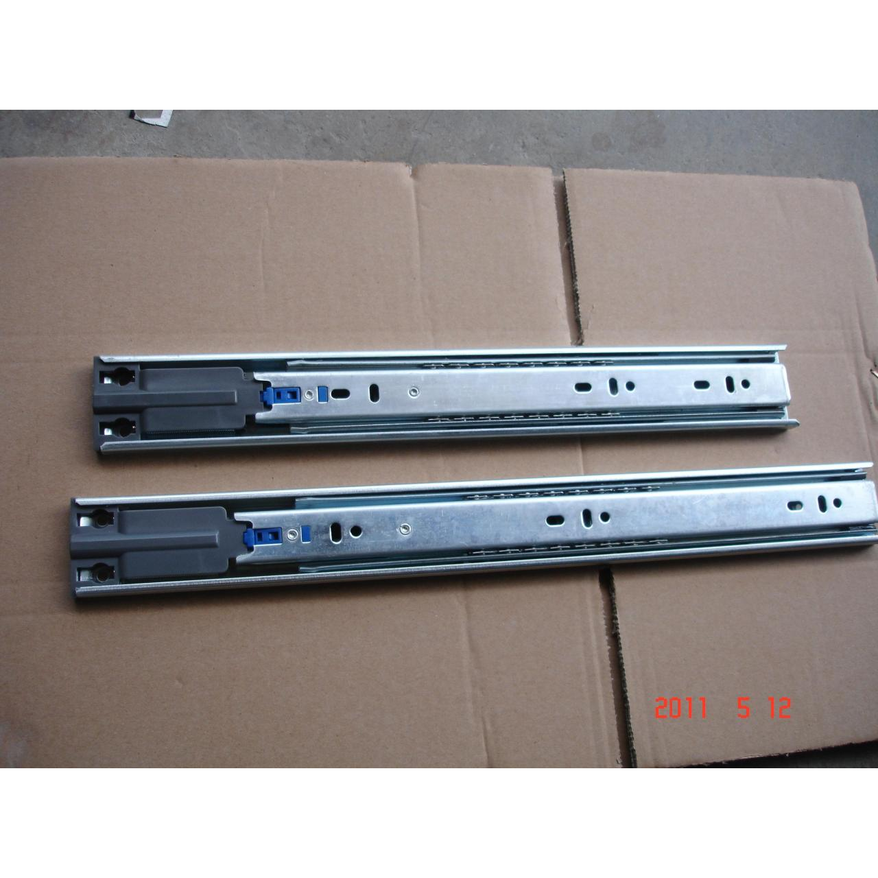 solf-locking drawer slide